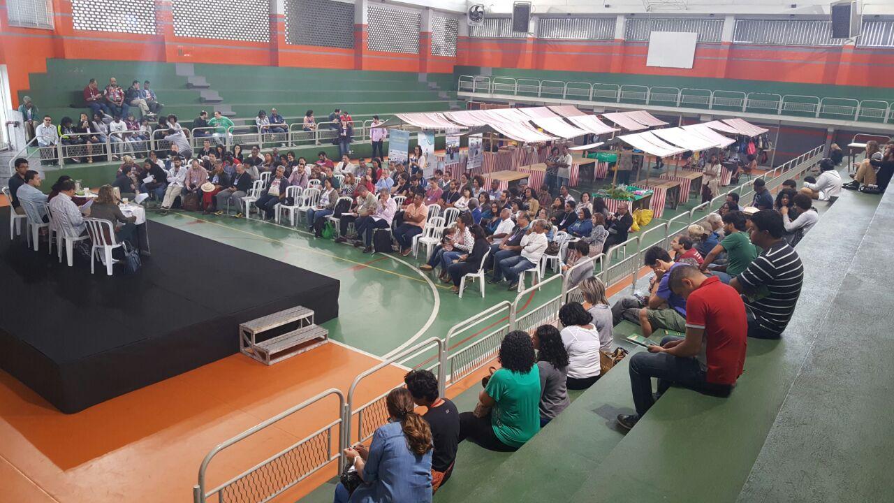 Público presente na mesa de abertura do 9º Fórum Rio