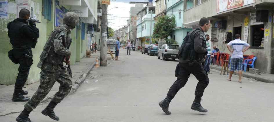 http://www.dgabc.com.br/Noticia/2848451/adolescente-morre-apos-confronto-entre-suspeitos-e-pms-na-mare