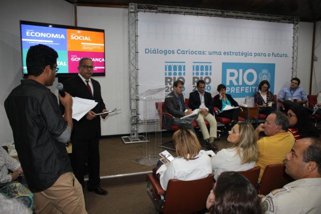 1ª Audiência Pública do Plano Estratégico Rio, ocasião da entrega de contribuições e críticas da sociedade civil a primeira versão do documento.